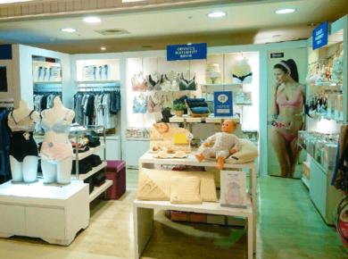 奇妮新竹大遠百專櫃店內擺設-孕婦裝推薦