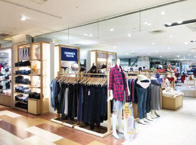 巨城購物中心店內擺設-孕婦裝推薦
